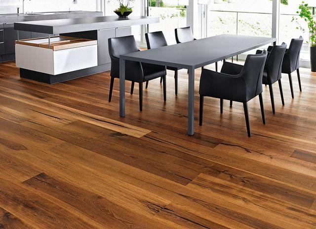 Parquet e pavimento in legno naturale in cucina/ mafi